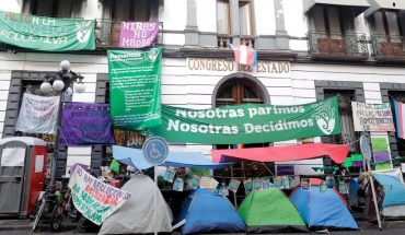 Feministas entregan el Congreso de Puebla tras acuerdos con legisladores