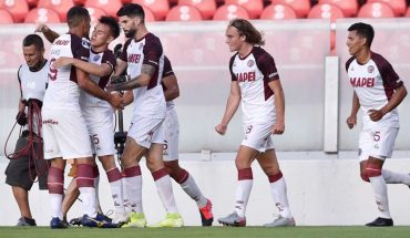 Lanús le ganó 3 a 1 a Independiente y clasificó a semifinal