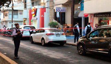 Se hace viral momento en que Ladrones tratan de robar auto, pero los atropellan en Morelia (video)