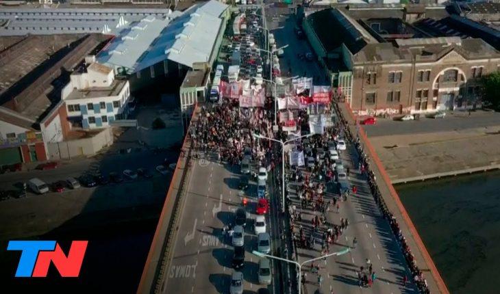 Corte total y caos en el Puente Pueyrredón: protestan familias desalojadas de la toma de Guernica