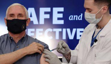 Video: Pence, vicepresidente de EE.UU, se vacunó en público contra el Covid-19