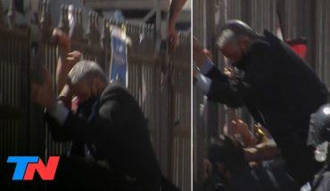 Pietragalla, el funcionario K que se trepó a las rejas de la Rosada en el velatorio de Maradona