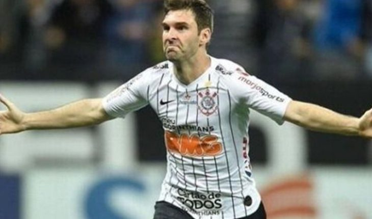 After saying goodbye to Corinthians, Mauro Boselli returns to the country