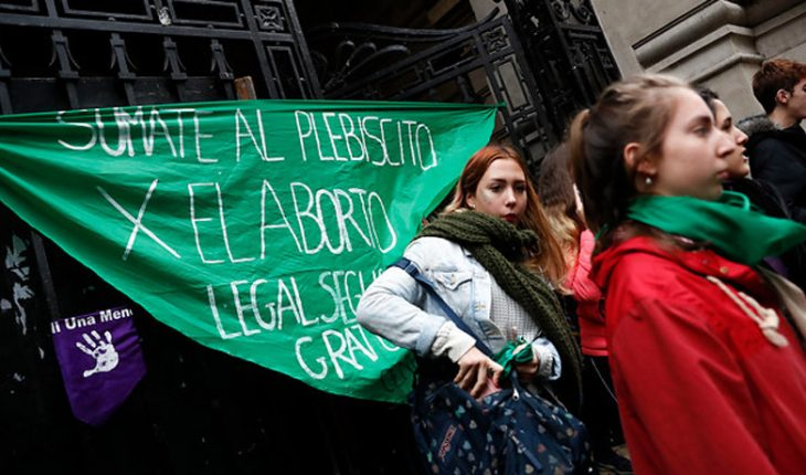 Argentine deputies approve project to legalize abortion