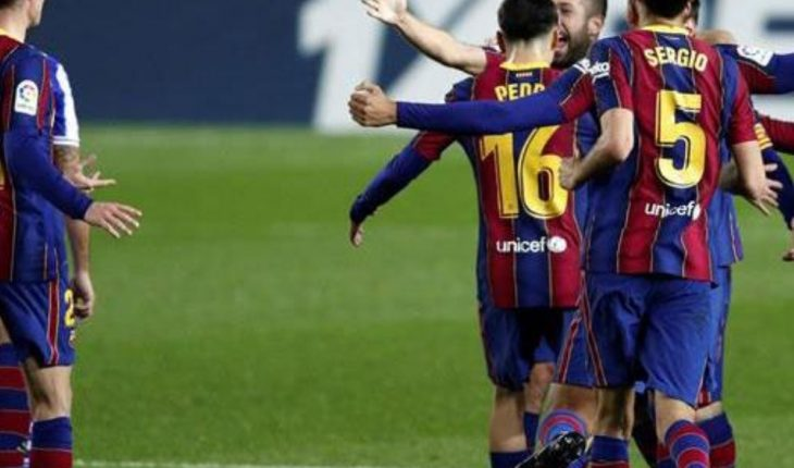 Barcelona for a win over Valencia to stay alive