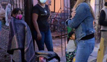 Claudia Pavlovich delivers pantries in Hermosillo, Sonora