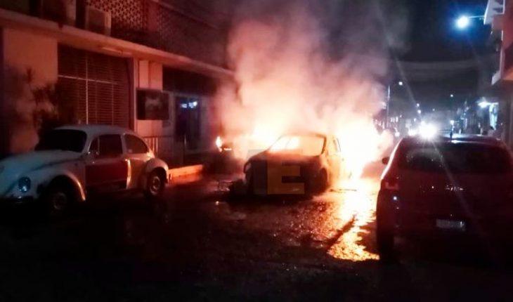 Choque termina en incendio de automotores en Apatzingán, Michoacán