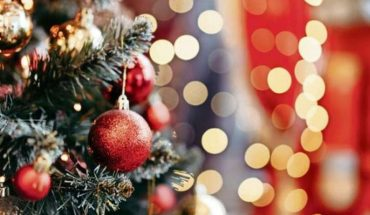Expert recommended disinfecting the Christmas tree once a day