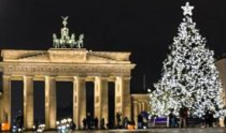 The world celebrates Christmas in confinement and restrictions