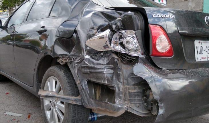 Van crashes in Lopez Mateos colony in Los Mochis