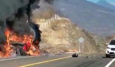"""Arde tráiler de semirremolque en la autopista """"Siglo XXI"""""""