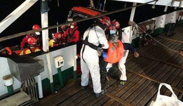 Buque humanitario rescató 265 migrantes en el Mediterráneo y busca un puerto seguro