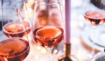 Distintas alternativas para disfrutar del Rosé, el vino de moda de este verano