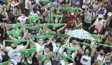 """La """"marea verde"""" mexicana exige despenalización del aborto: presidente analiza consulta popular"""