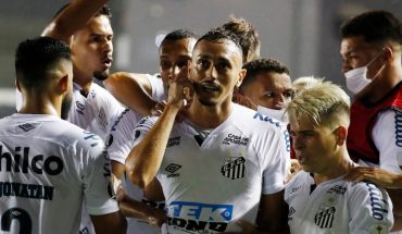 Boca lost 3-0 to Santos and was eliminated in Brazil
