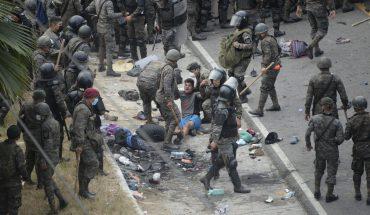 Guatemalan police stop migrant caravan with tear gas