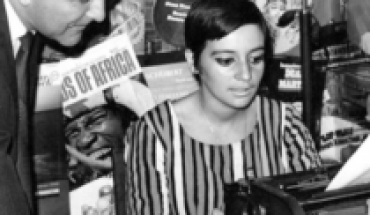 They report the passing of journalist Manola Robles, the iconic voice of Cooperative