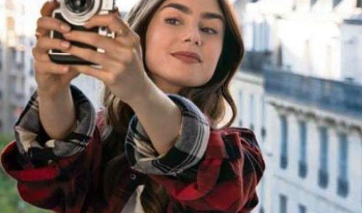 """Acusan que serie """"Emily in Paris"""" compró nominaciones a premios"""