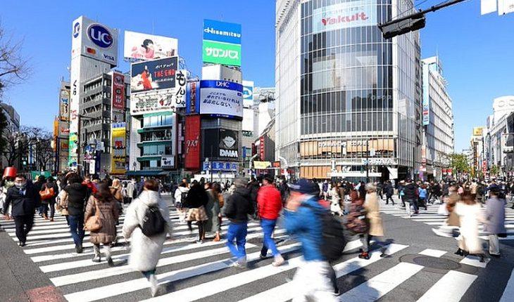 """Japón enfrenta aumento de suicidios durante la pandemia creando un """"ministro de la soledad"""""""