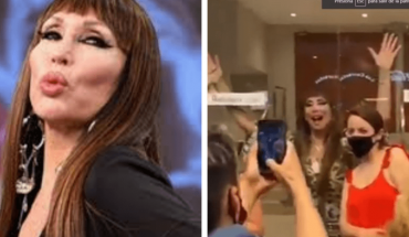 La original técnica que utiliza Moria Casán para sacarse selfies con sus fans