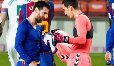 La reacción del arquero del Elche cuando Messi le pidió intercambiar la camiseta