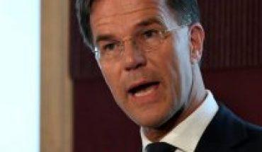 Primer ministro Países Bajo defiende toque de queda pese a fallo que lo elimina