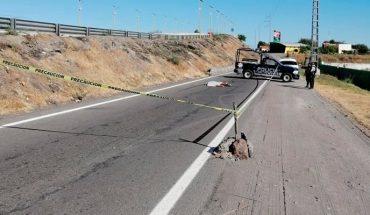 Tiran cadáver baleado en la carretera Apatzingán-Cuatro Caminos