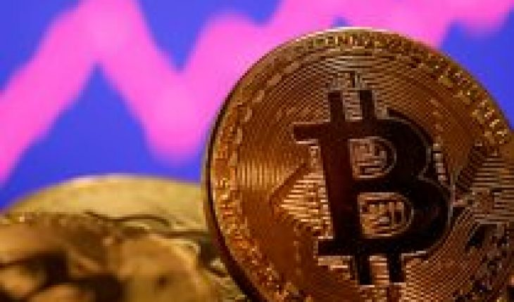 Bitcoin reaches all-time high and is already quoted at more than $52,000