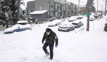 Intense winter storm leaves northwestern U.S. without electricity.