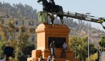 Acusado de intentar derribar estatua de Baquedano durante 8M no se podrá acercar a inmediaciones de la plaza