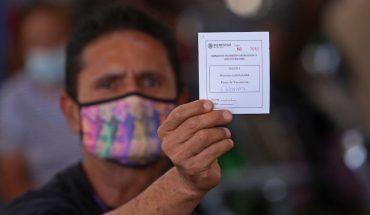 Detienen a funcionarios en Jalisco por meter a familiares a fila de vacuna