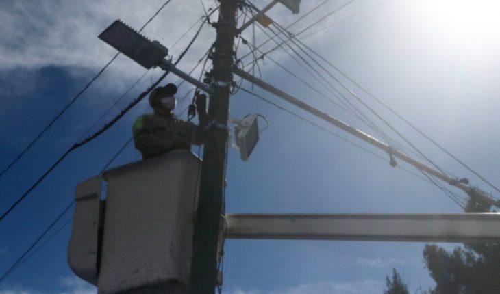 Juez cuestionado por AMLO concede más suspensiones contra reforma eléctrica