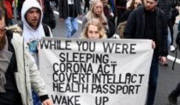 Miles de personas se manifiestan contra el confinamiento en Alemania y Reino Unido
