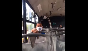 Mujer confronta a hombre que la estaba grabando en un camión de Cancún (Video)