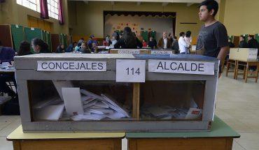 Piñera promulgó reforma para realizar en dos días elecciones de abril