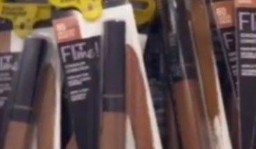 Ponen etiquetas de seguridad en maquillajes oscuro en Walmart