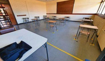 Retorno a clases presenciales: Colegio de Profesores asegura que establecimiento educacional de la RM presentó caso positivo de Covid-19