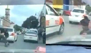 Taxistas en Tijuana pelean a golpes en plena calle