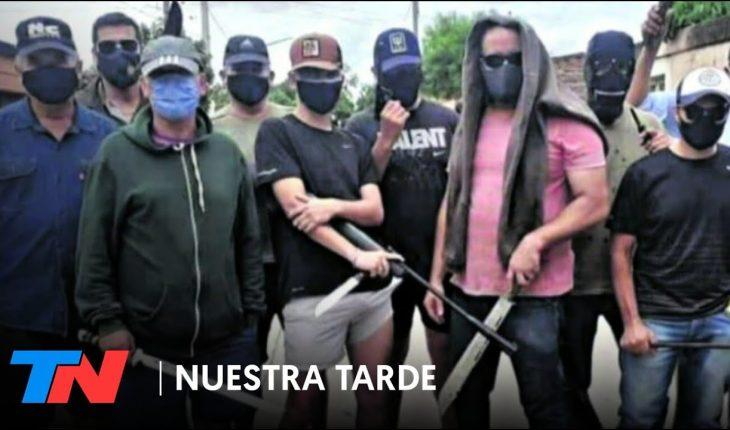 Vecinos armados contra la inseguridad y el miedo: patrullan las calles armados con armas y machetes