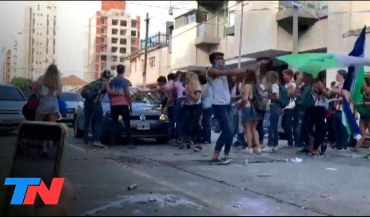 """No había alcohol, fueron 20 minutos"": atropelló a un grupo de estudiantes que festejaban el UPD"