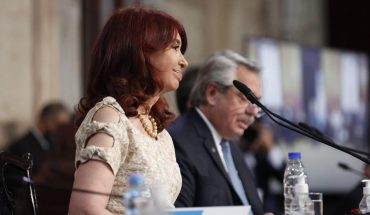 Cristina Fernandez announced that she will give up her vice president salary