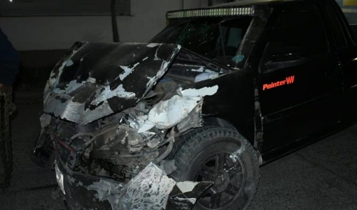 Driver hits the wall of an address in Los Mochis