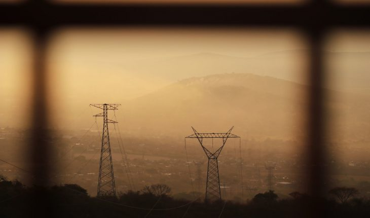 Federal judge finally suspends AMLO power reform
