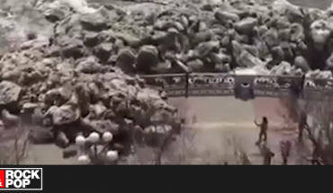 ¡Un tsunami de hielo! Mira cómo este fenómeno destruye un paso peatonal en Rusia — Rock&Pop