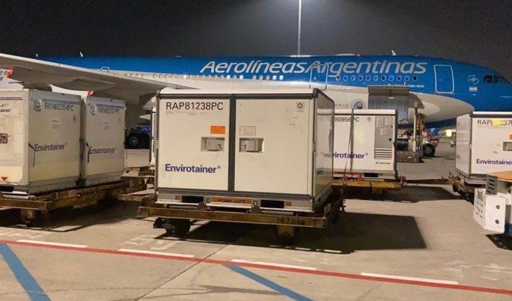 Arribó a Ezeiza el avión con un millón de vacunas de Sinopharm desde China