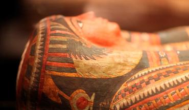 Descubren cómo fue el brutal asesinato de una mujer, momificada hace 2600 años