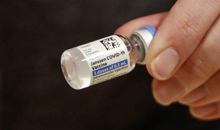 EU pide suspender vacuna Johnson & Johnson por casos de coágulos
