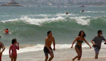 """""""En el mar la vida es más sabrosa"""": así lucen las playas de Acapulco durante este Sábado de Gloria"""