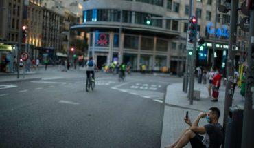España mantiene cuarentena obligatoria para viajeros de doce países: entre ellos tres de América Latina