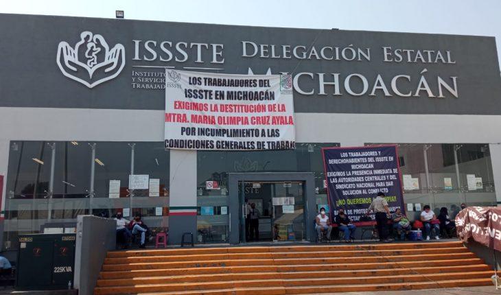 Federación ignora manifestación en delegación del ISSSTE, a un mes de iniciada